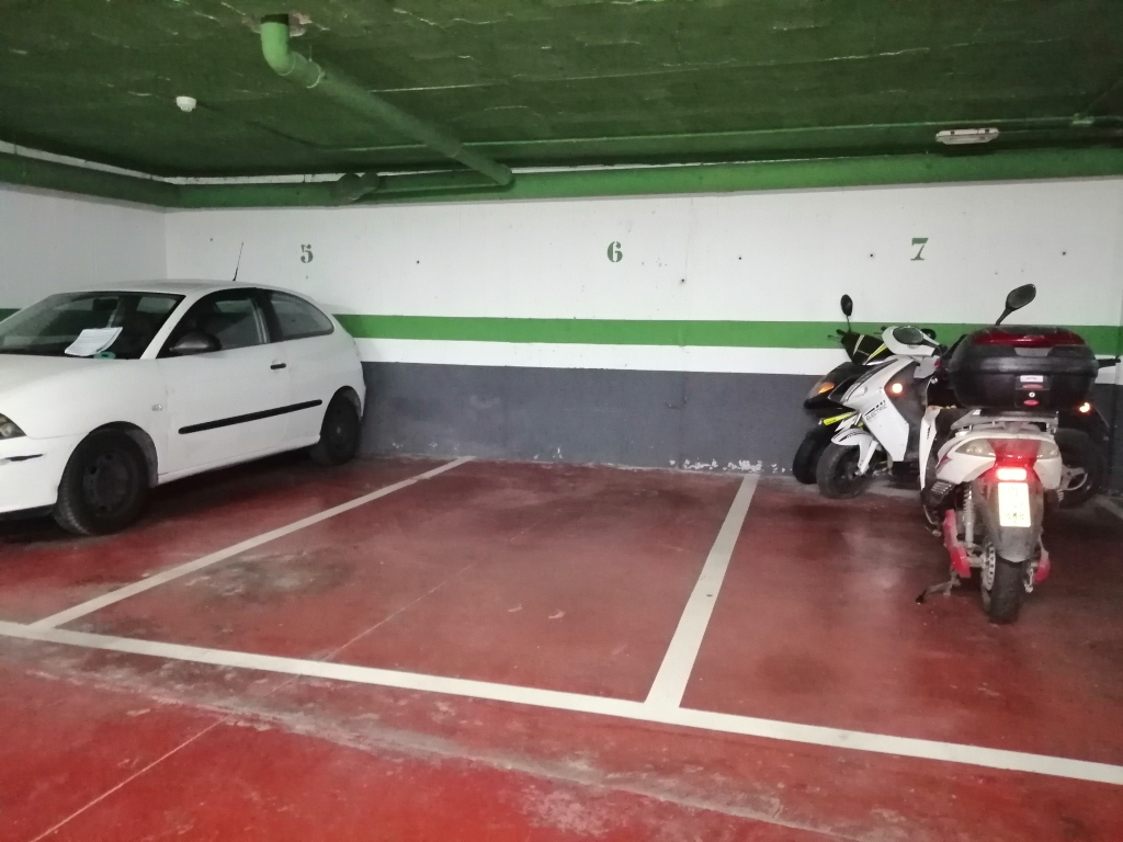 Plaza de parking en Sevilla en NERVION  Infantes