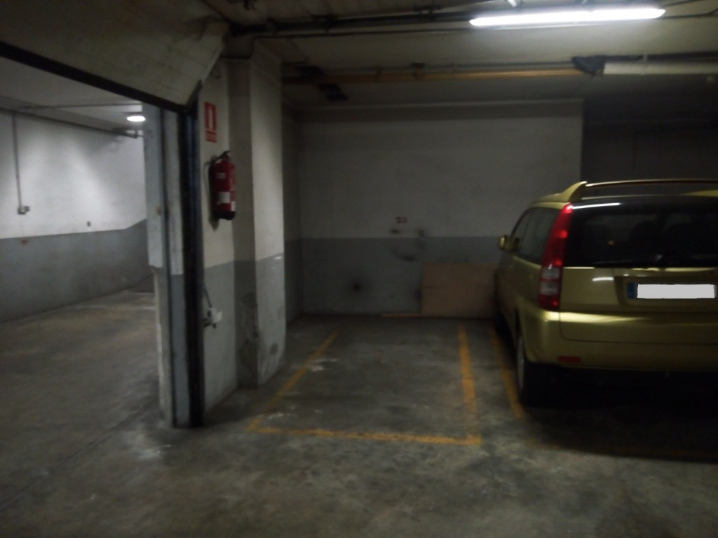 Plaza de parking en Barcelona en GLORIES  Napols